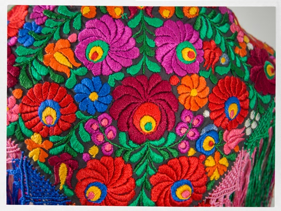 Vintage 90s Shawl, Stunning  Mexican Floral Embro… - image 5