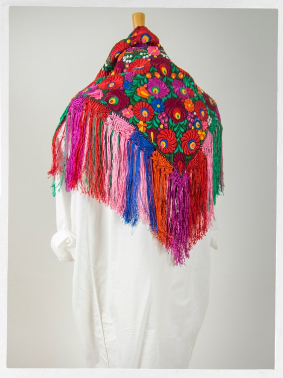 Vintage 90s Shawl, Stunning  Mexican Floral Embro… - image 7