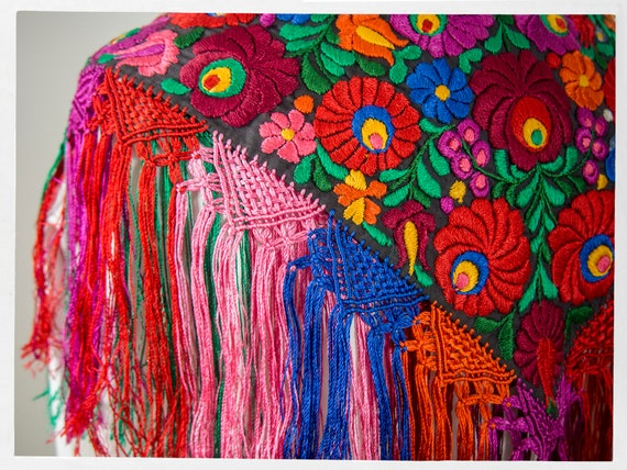 Vintage 90s Shawl, Stunning  Mexican Floral Embro… - image 6