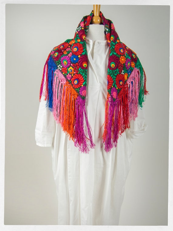 Vintage 90s Shawl, Stunning  Mexican Floral Embro… - image 8