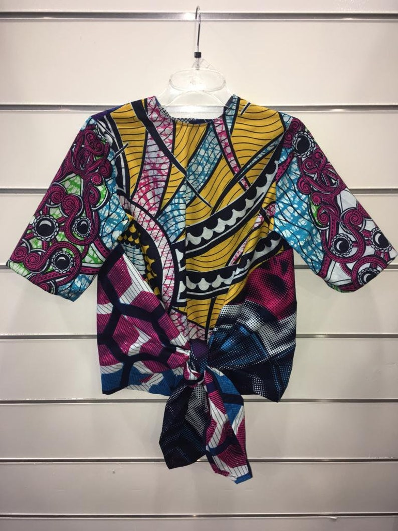 Knotted blouse made of African cotton fabric
