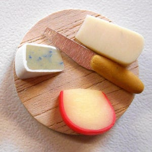 F177 MINIATURE DOLLHOUSE 1:12 SCALE CHESHIRE CHEESE