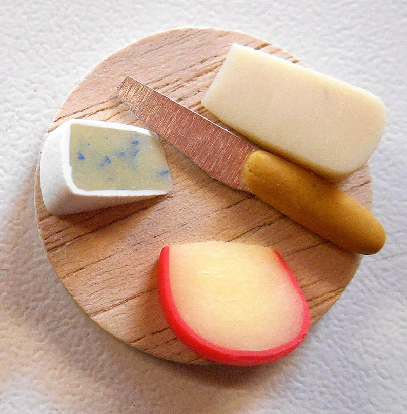 Dollhouse Miniatures 1:12 Scale Cutting Board with Cheese