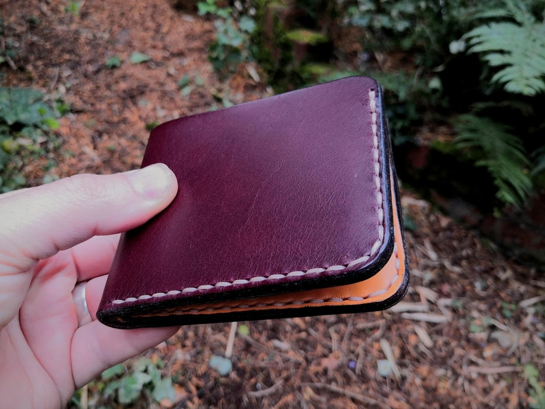 Leather Bifold Wallet for cards and notes  5 pockets  in image 0