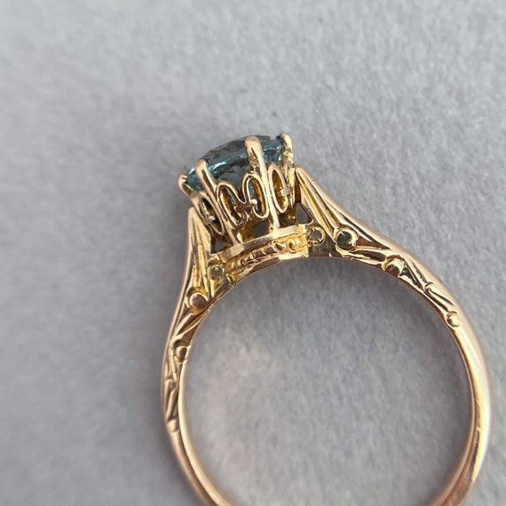 Detailed 1920s Solitaire with Shimmering Greenish-