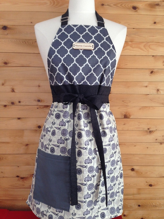 Apron women custom, reversible, 100% cotton quality  With or without a  pocket on the bottom, adjustable neck, fastens at the front