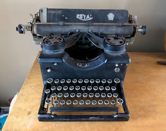 Antique/Vintage Royal Typewriter #10 1925 with Beveled Glass