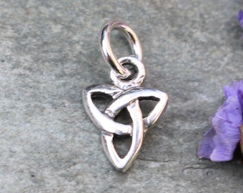 Celtic Knot Triquetra Charm//Pendant Tibetan Antique Silver 28mm  5 Charms Crafts