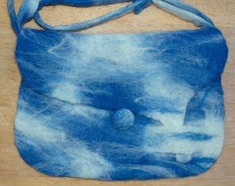 Shoulder bag in blue tones.