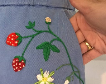 Vintage skirt with strawberries embroideries