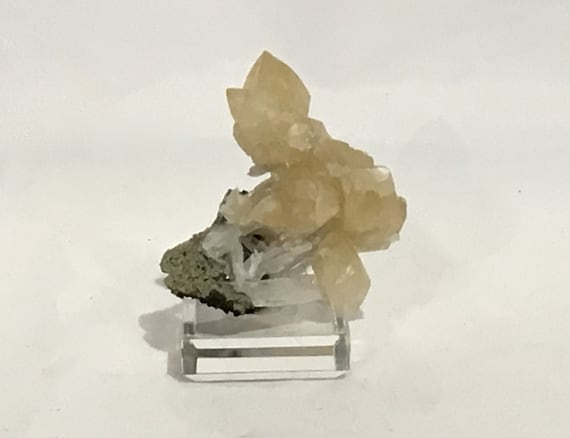 Beautiful Raw CALCITE Specimen// Calcite CLUSTER// Healing Gemstone// Raw Crystal// Home Decor// Healing Tools// Statement Piece