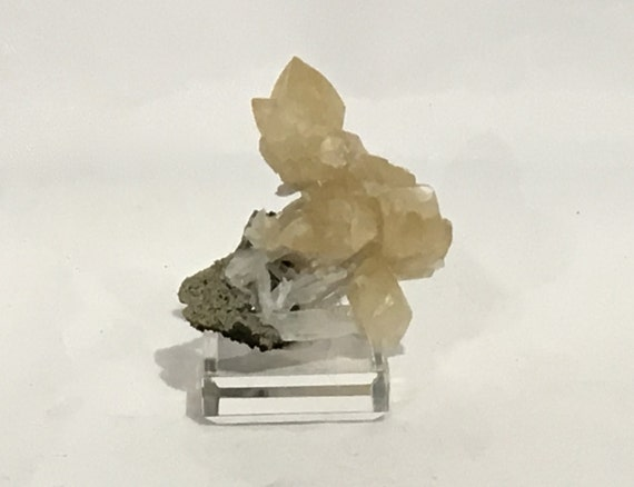 Beautiful Raw CALCITE Specimen// Calcite CLUSTER// Healing Gemstone// Raw Crystal// Home Decor// Healing Tools// Statement Piece
