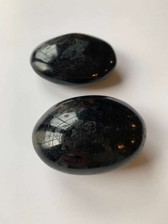 BLACK TOURMALINE Pebbles/ Tourmaline// Gemstone Pebbles/ Healing Gemstones// Paperweight/ Home Decor// Healing Tools/ October Birthstone