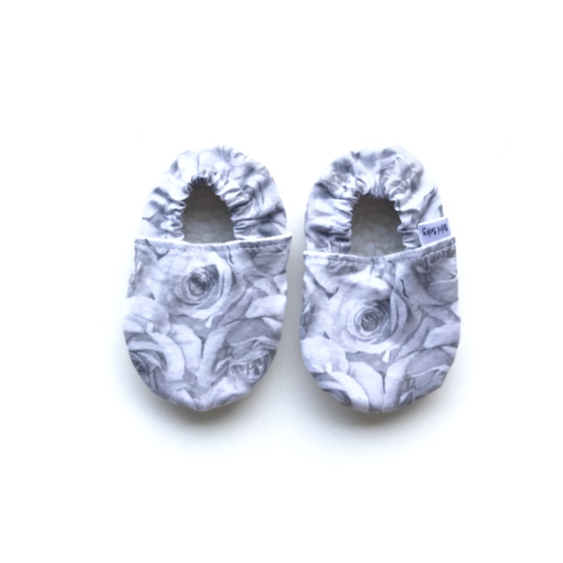 b8e3dcfa71de1 Floral soft sole baby shoes - Modern crib shoes - Soft baby shoes - Baby  shower gift - Cotton baby slippers - Baby girl moccasins