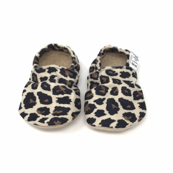 Leopard print baby girl moccasins. Stay
