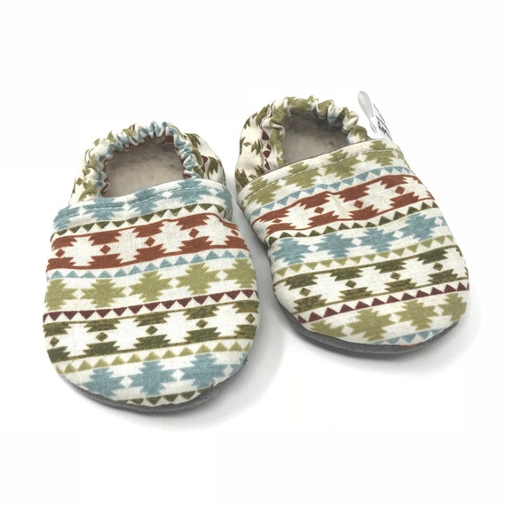 7f3ac053fc798 Southwestern baby moccasins. Vegan shoes. Soft sole baby shoes. Baby moccs.  Toddler moccasins. Baby slippers. Stay on baby booties.