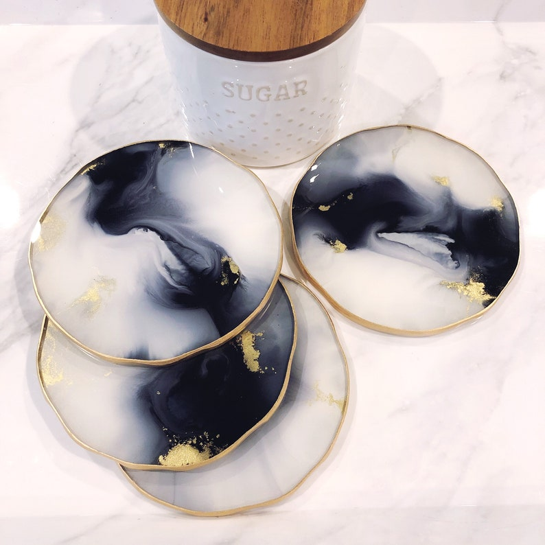 Tableware and Barware Decor Set Modern Coasters Large Drink Coasters Black White /& Gold Resin Coasters
