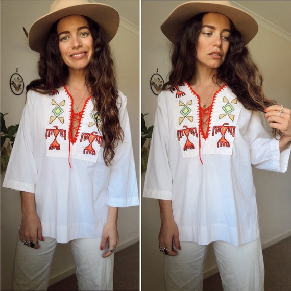 Vintage 70s // EMBROIDERED THUNDEBIRD TUNIC  // Wh