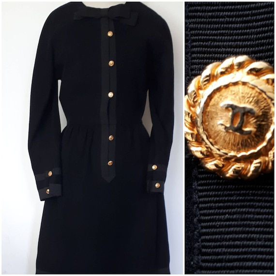 CHANEL Superb woolen  dress  80s,