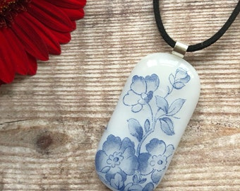 blue flower pendant, flower necklace, flower jewellery, fused glass pendant