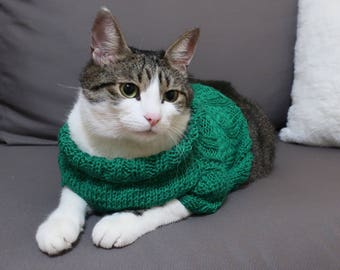 St Patrick Cat Сlothes, Green cat sweater, Hand knitted pullover, St Patrick gift, Clothes for cats, Emerald sweater, Handmade pet clothes