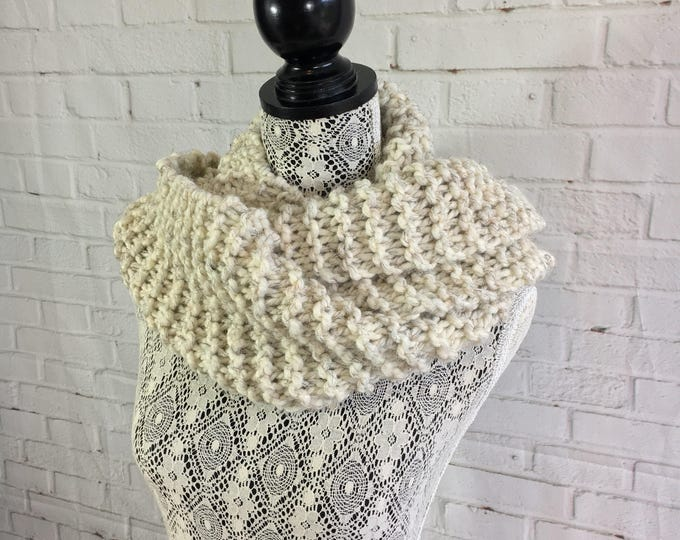 Beige chunky knit infinity scarf / knitted wool scarf / women's scarf / winter scarf / handmade gift / made in Canada / gifts for women /