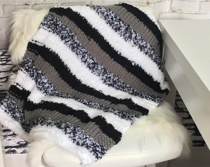 cat mat / pet mat / cat blanket / dog blanket / cat bed / pet gift / cat gift / gift basket idea / hand knit blanket / gifts for pets / boho