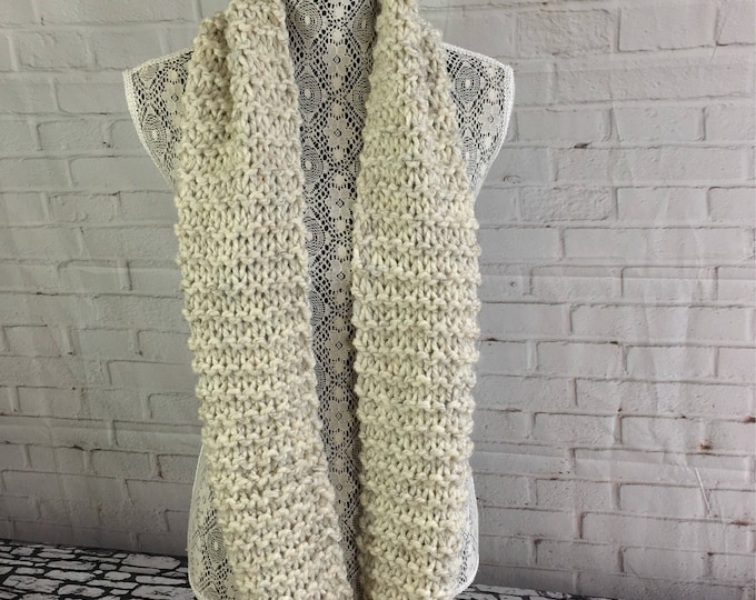Sale / chunky knit infinity scarf / knitted wool scarf / women's scarf / winter scarf / handmade gift / made in Canada / gifts for women