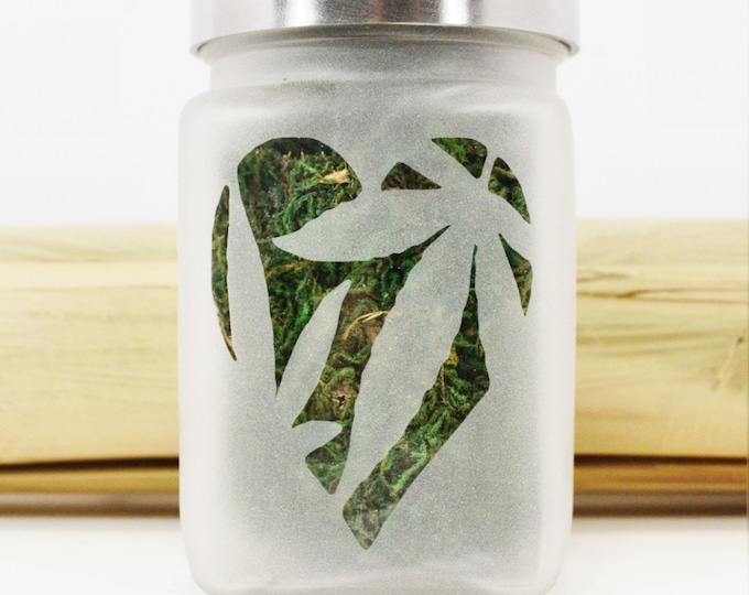 Stoner Girls Stash Jar for Weed - Pot Leaf in Heart - Kush Queen - Weed Accessories - Girls Who Smoke Weed, Stoner Accessories, Stoner Girls