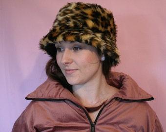 4dbcc1622fe Faux leopard fur bucket hat - unisex - festival