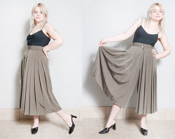 Vintage 1980's | Accordion Pleated | Gaucho | High Rise | Wide Leg | High Waist | Pants | Made in Italy | XS