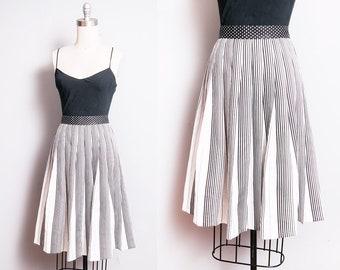 Vintage 1950's/1960's | Black & White | Stripes and Polka Dot | Pleated | Skirt | S