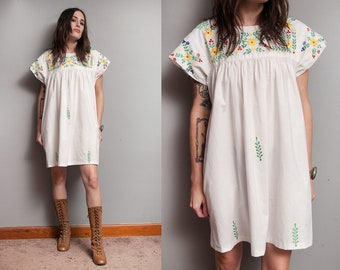 Vintage 1970's | White | Floral | Embroidered | Mexican | Ethnic | Cotton |  Dress | M