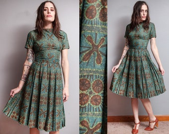 Vintage 1950's | Mid Century Modern | New Look | Fit & Flare | Pleated Skirt | Cotton | Dress | XS