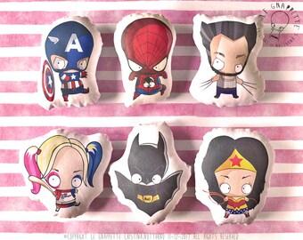Cuscini Decorativi supereroi . Batman, Wonder Woman, Capitan America, Harley Quinn, Wolverine, Spiderman. Decorazione Casa, Camera Ragazzi