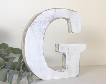 lettre G en bois à poser blanc patiné pour une décoration personnalisée, un mariage, un anniversaire, une naissance