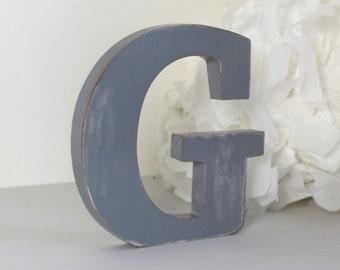 lettre G en bois gris patiné pour une décoration personnalisée, un mariage, un anniversaire, une naissance