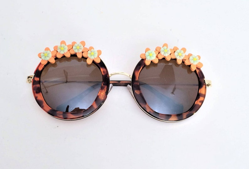 Round Sunglasses With Flowers