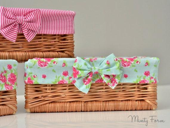NATURAL WICKER BASKET Nursery Storage Gift Hamper /& PINK GINGHAM Cotton Lining