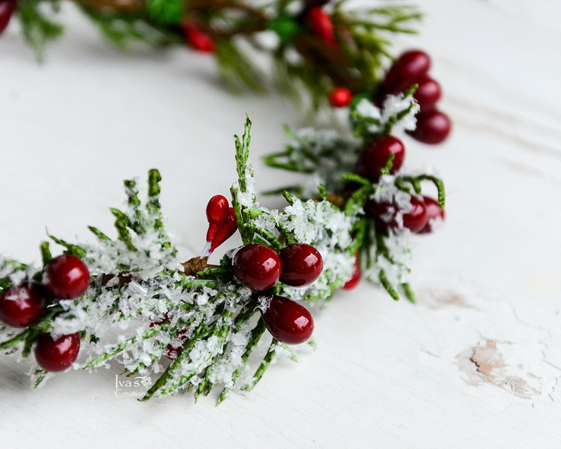 Adult Holiday Winter Flower Crown Christmas red berry crown Snowy Halo Photo Prop Winter wedding Child Winter floral crown for Toddler