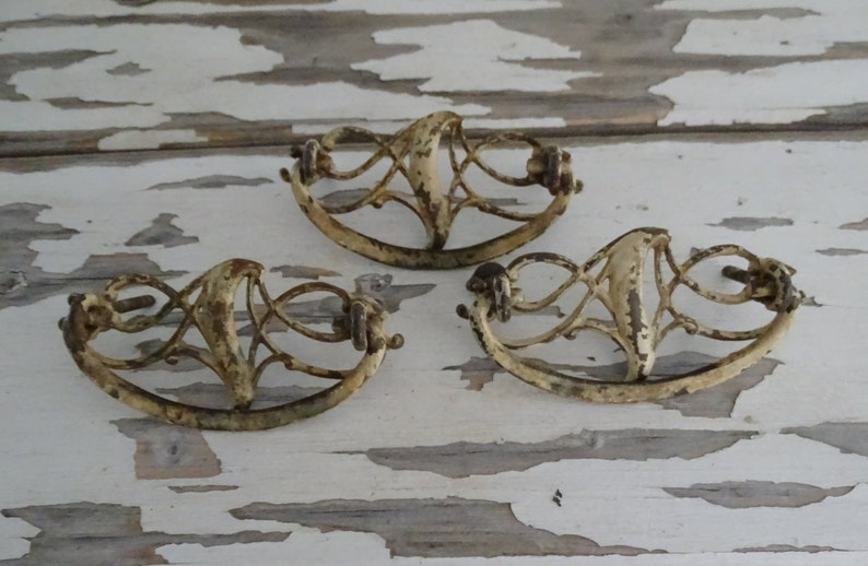 Miraculous Antique Drawer Pulls Art Nouveau Era Cabinet Handles Set Of 3 Salvaged Antique Hardware Furniture Restoration Early 1900S Drawer Pulls Home Interior And Landscaping Ymoonbapapsignezvosmurscom
