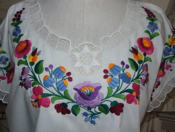 BEAUTIFUL! Vintage c.90s Hungarian KALOCSA White … - image 2