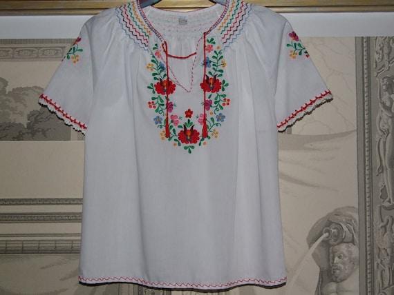 STUNNING & Fashionable! Vintage Hungarian KALOCSA