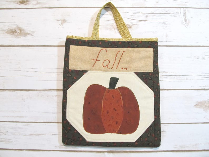 Quilted Pumpkin Wall Basket   Prim Door Pouch   Door Knob Hanger   Folk Art  Quilt Bag   Diddy Bag   Quilted Door Pouch   Prim Quilt Bag