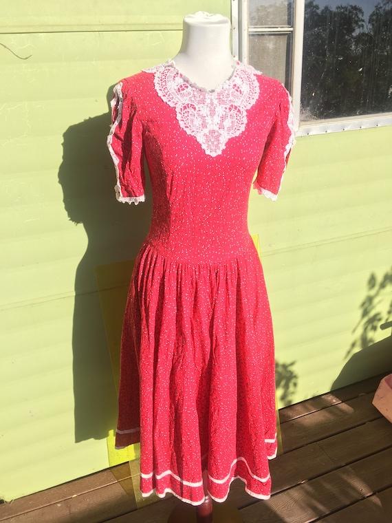 GUNNE SAX perfect prairie dress. Red floral poplin