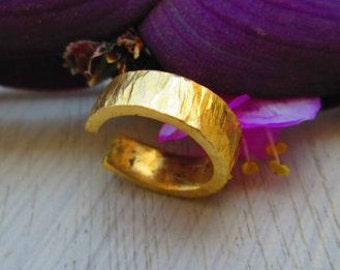 Hammered gold ear cuff - No piercing ear cuff