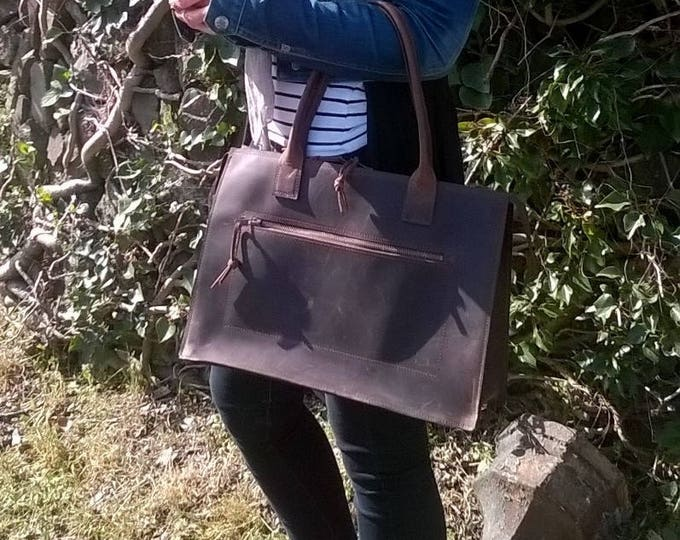 Ladies Laptop Handbag/briefcase. Leather Messenger, Leather Laptop Bag, Leather Briefcase, Leather Day Bag, Leather exterior and lining.