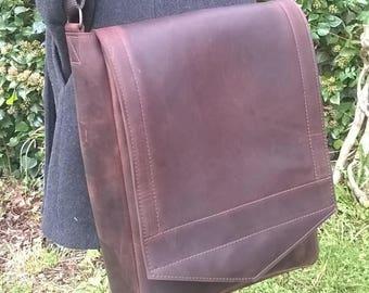 Gentleman's Leather Medium Messenger Bag. Leather Cross body Laptop Bag, Man Bag, Laptop Bag, Unisex Messenger,  Premium Quality Leather.