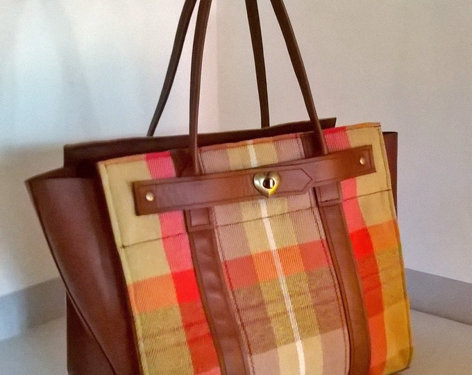 Ladies Tartan & Leather Tote Handbag. Large leather Tote. Tartan Shoulder Bag, Tartan Leather Tote. Tartan Leather Handbag. Heart clasp.