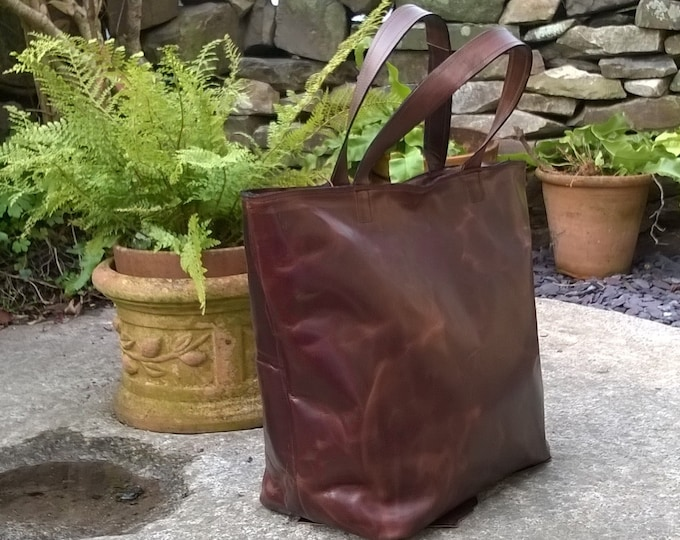 Handbag Leather Tote. Medium Leather Bag.  Leather shopper Tote. Leather Day Bag. Retro Metropolitan Fashion. The Nanny Jean.